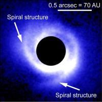 Spiraalstructuur in de stofschijf rondom de ster SAO 206462