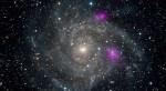 NuSTAR ziet twee bijzondere zwarte gaten in spiraalstelsel IC 342