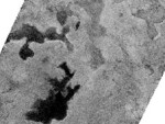 Mogelijk drijfijs en ijsbergen op Titan