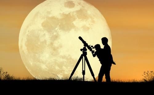 maan en telescoop