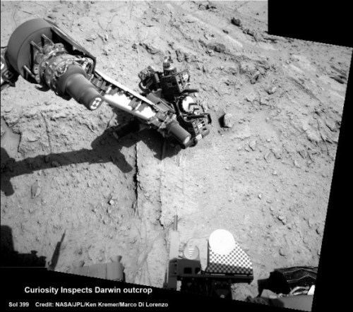 Curiosity inspects Darwin outcrop