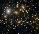 Zwaartekrachtslenzen helpen Hubble de vroegste sterrenstelsels in beeld te brengen
