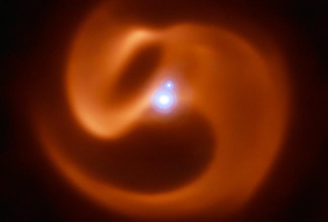 Sistem bintang bertiga Apep. Kredit: ESO/Callingham et al.