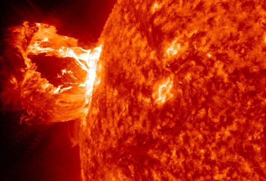16 Nisan 2012 tarihinde SDO'nun elde ettiği bie güneş patlaması. (NASA/SDO/AIA)