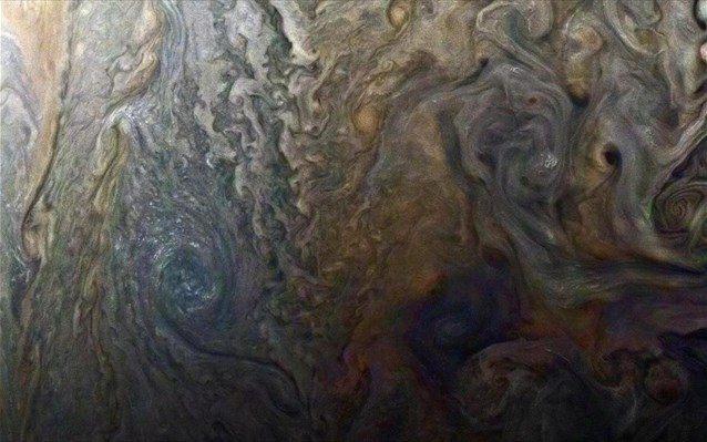 Θεόρατοι κυκλώνες η νέα αναπάντεχη ανακάλυψη του Juno στον Δία