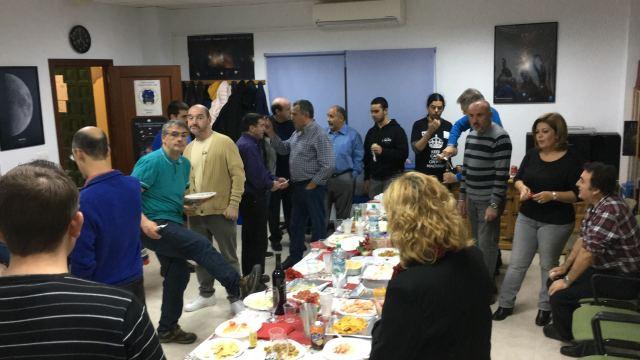 Disfrutanto de la cena de navidad en el 15º aniversario de Sirio.