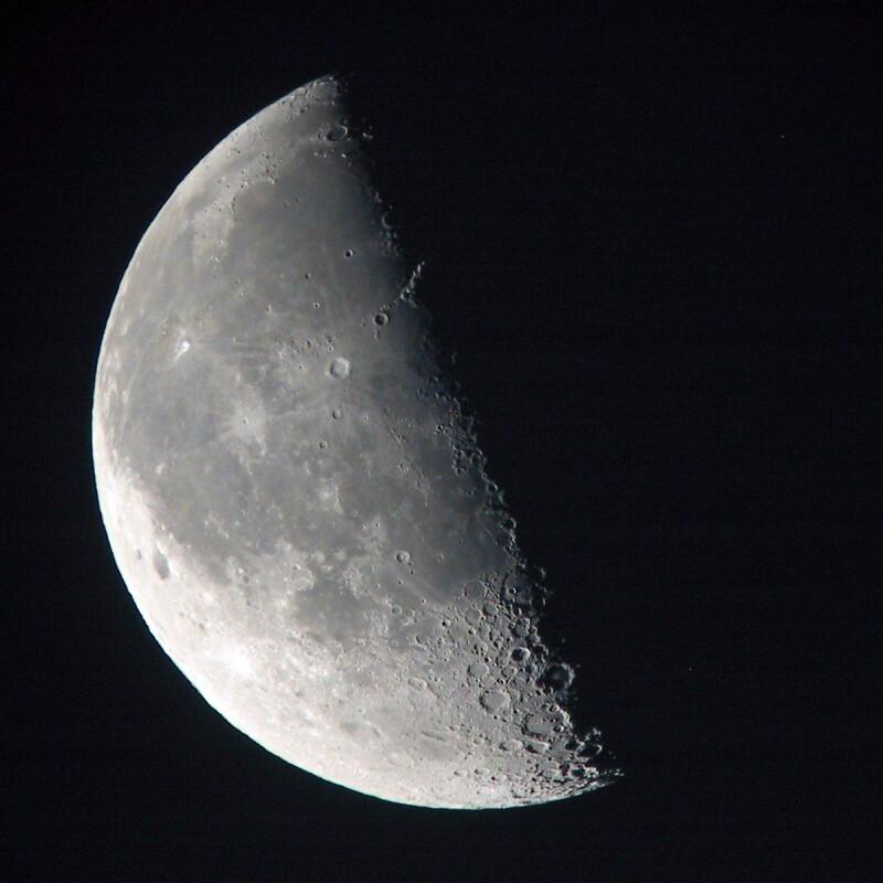 https://i2.wp.com/www.astrosurf.com/carreira/img/lua/lua_sky90_20041005_0653_t.jpg