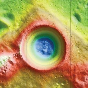 Descubren hielo en un cráter lunar
