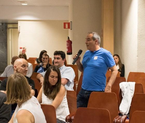 Afectado por productos tóxicos interviniendo en la ronda de preguntas de la VI Conferencia Europea Sobre Hipotecas en Divisas en Barcelona