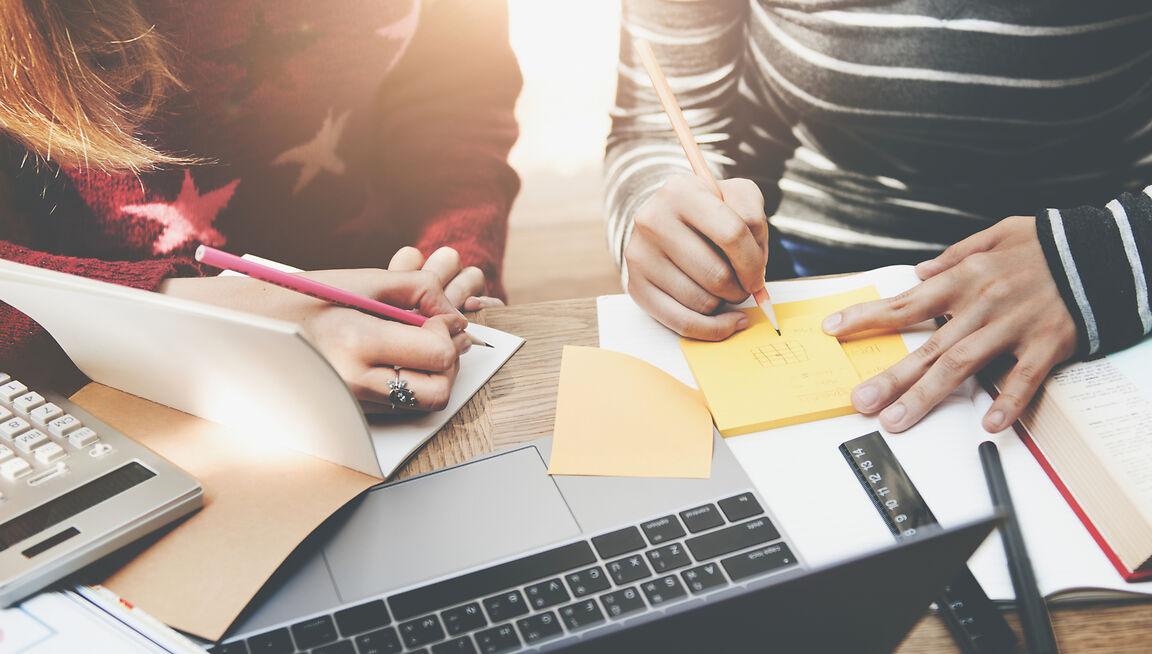 Desde ASUFIN, promovemos la educación financiera, por lo que hemos organizado seminarios online gratuitos para informar a los usuarios.