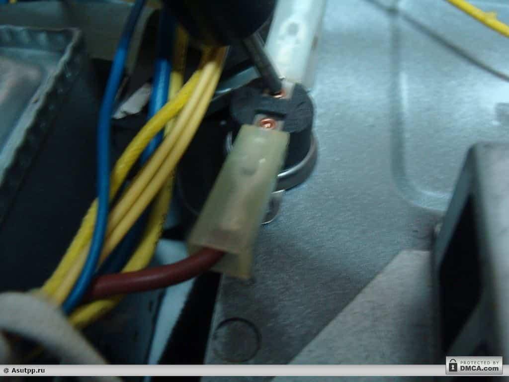 Замеряем напряжение на выходе термодатчика мультиварки