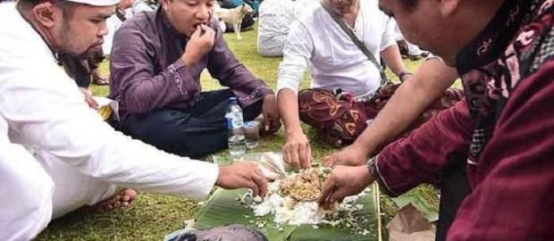 Hukum Islam Memperhatikan Tradisi Lokal