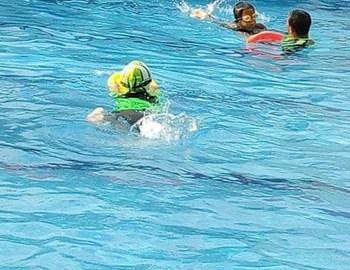 Belajar Berenang sambil Bermain