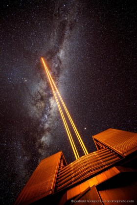 The four lasers of Paranal Observatory are shooting to the stars of the Milky Way