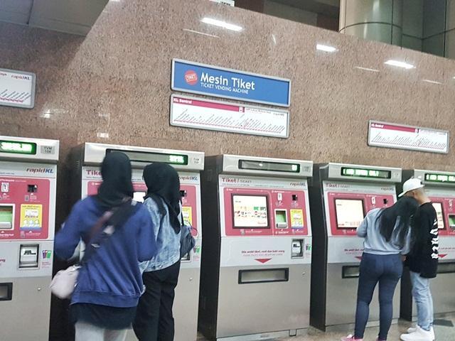 Beli tiket LRT Malaysia