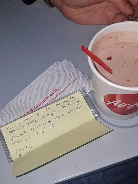 Ditaksir Pramugara Air Asia