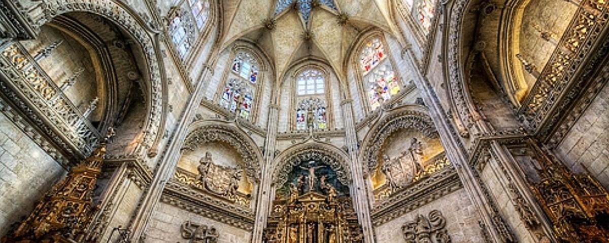 """O vitral Medieval: """"versão do texto 'La vidriera medieval' de Victor Nieto Alcaide"""""""