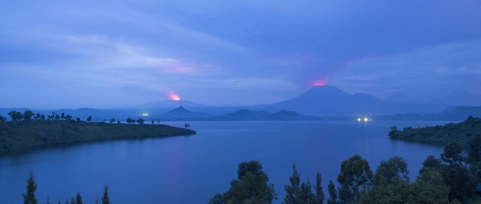 vulkaan bij nacht