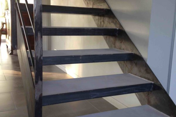 Beton cire escalier finition marche acier nantes 3 copie