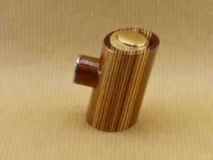 right view of my vertical barcod electronic pipe with tilted poker shape and worked in walnut wood