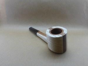 """pipe """"stripe poker"""" en châtaignier, vue de devant"""