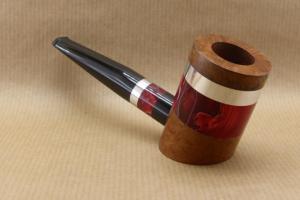 """vue avant droite d'une pipe de la collection """"COLORS"""" en bruyère et Acrylique rouge"""