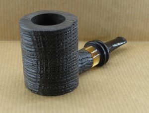 Superb tobacco pipe in marsh oak or Morta, with its amber-style acrylic ferrule.