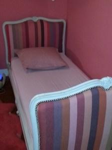 lit avec un tissu les Toiles du Soleil