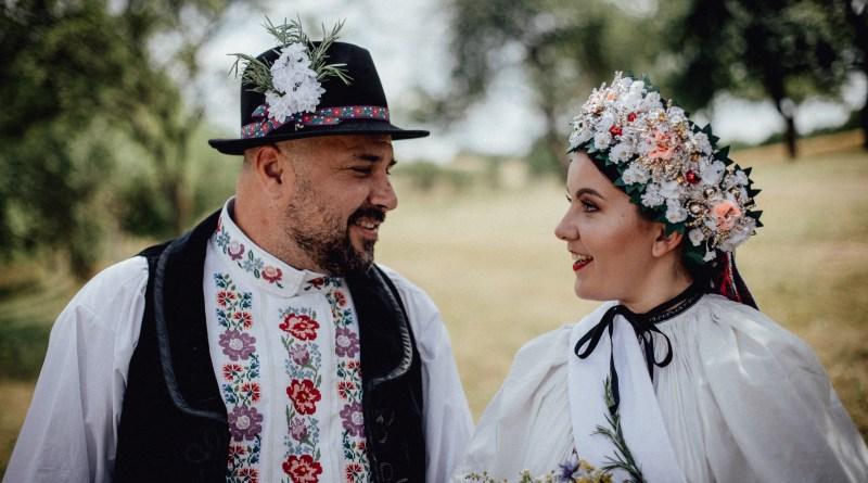 Svadba v kroji Peťky a Róberta Kartáčových na Litave