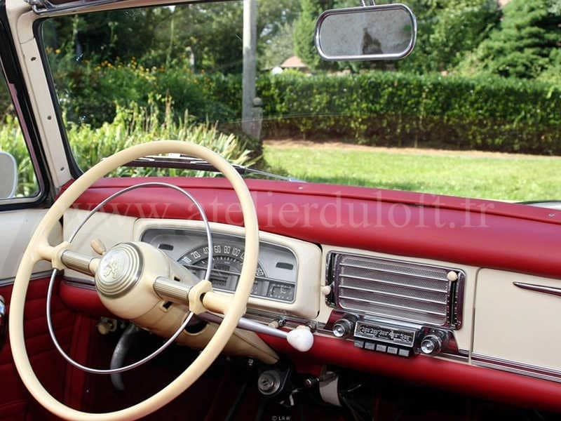 Volant Peugeot 403 cabriolet 1958 détourné en luminaire industriel
