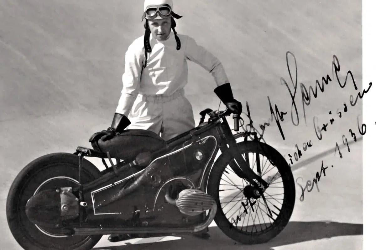 bmw-landspeeder-moto-retro-futuriste