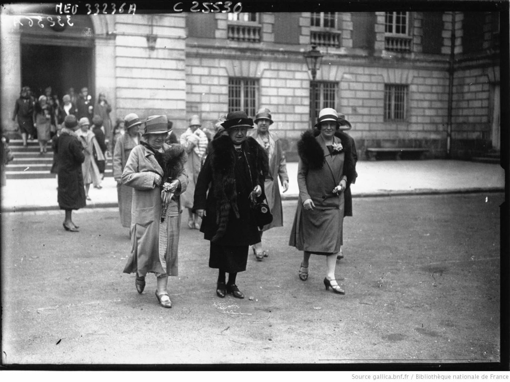 Première sortie de l'automobile Club féminin : la Duchesse d'Uzès à Rambouillet : [photographie de presse] / Agence Meurisse