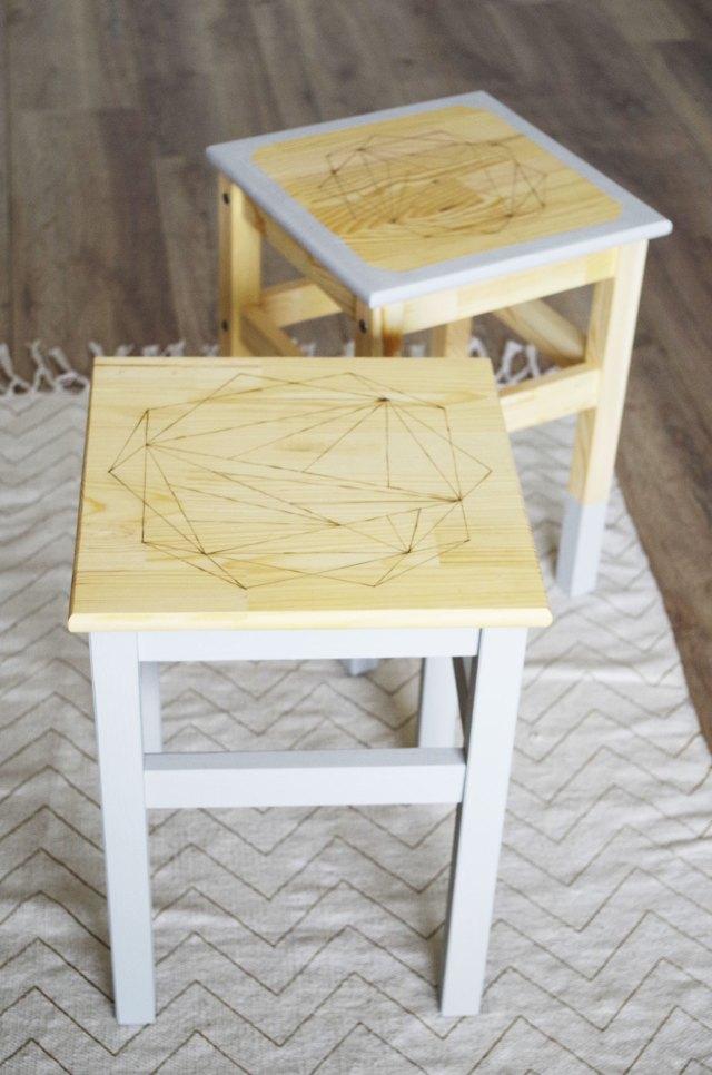 Ikea-Hack--Les-tabourets-ODDVAR-customisés-avec-la-technique-de-la-pyrogravure.