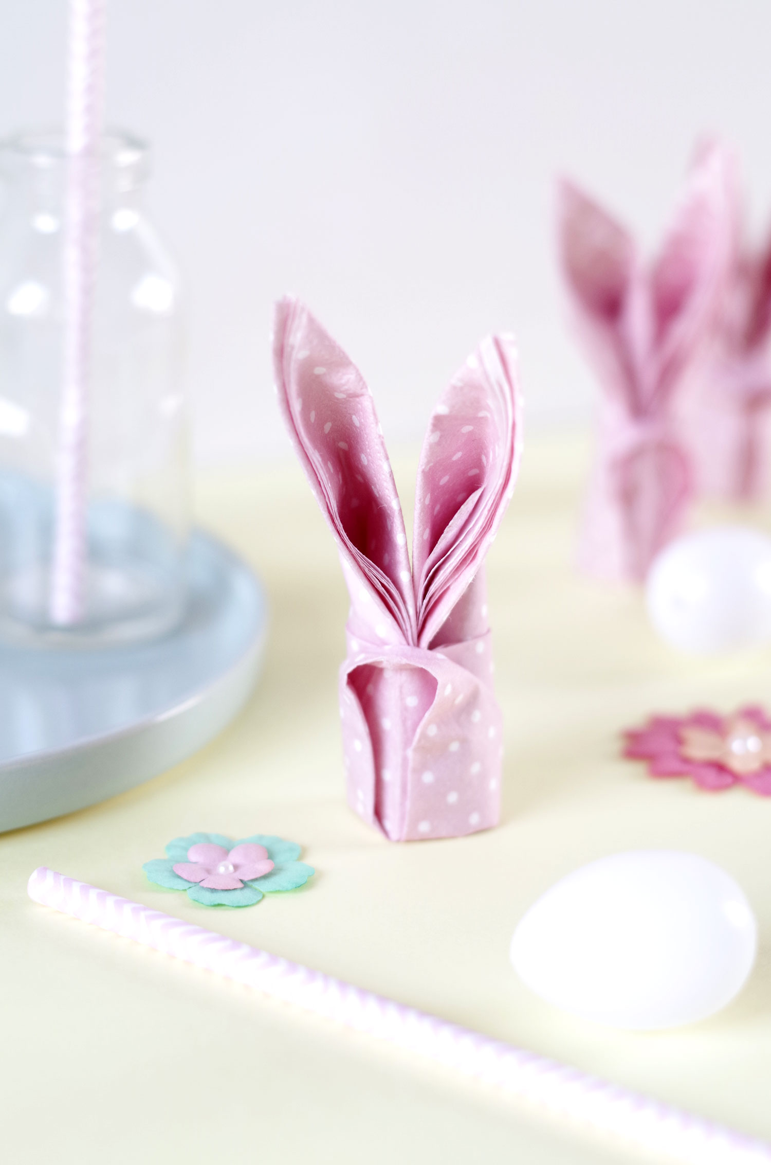 {DIY} Des serviettes pliées en forme de lapin pour Pâques