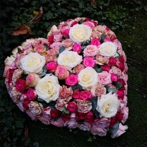 coussin-coeur-couleur-rose-atelier-lavarenne-fleuriste-lyon