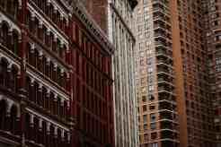Verschiedene Fassaden von Hochhäusern in New York