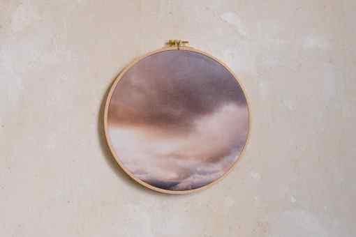 Stoffdruck im Stickrahmen von Nicole Siemers für das atelier.91, Abendwolken