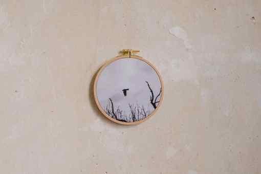 Stoffdruck im Stickrahmen von Nicole Siemers für das atelier.91, Vogel im Flug