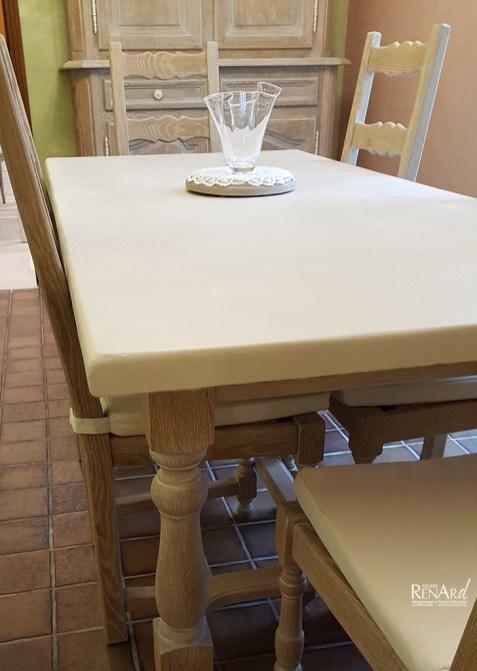 Salle à manger cérusé et plateau de table béton décoratif crême