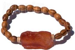 Handgemaakte houten armband met een Carneool edelsteen