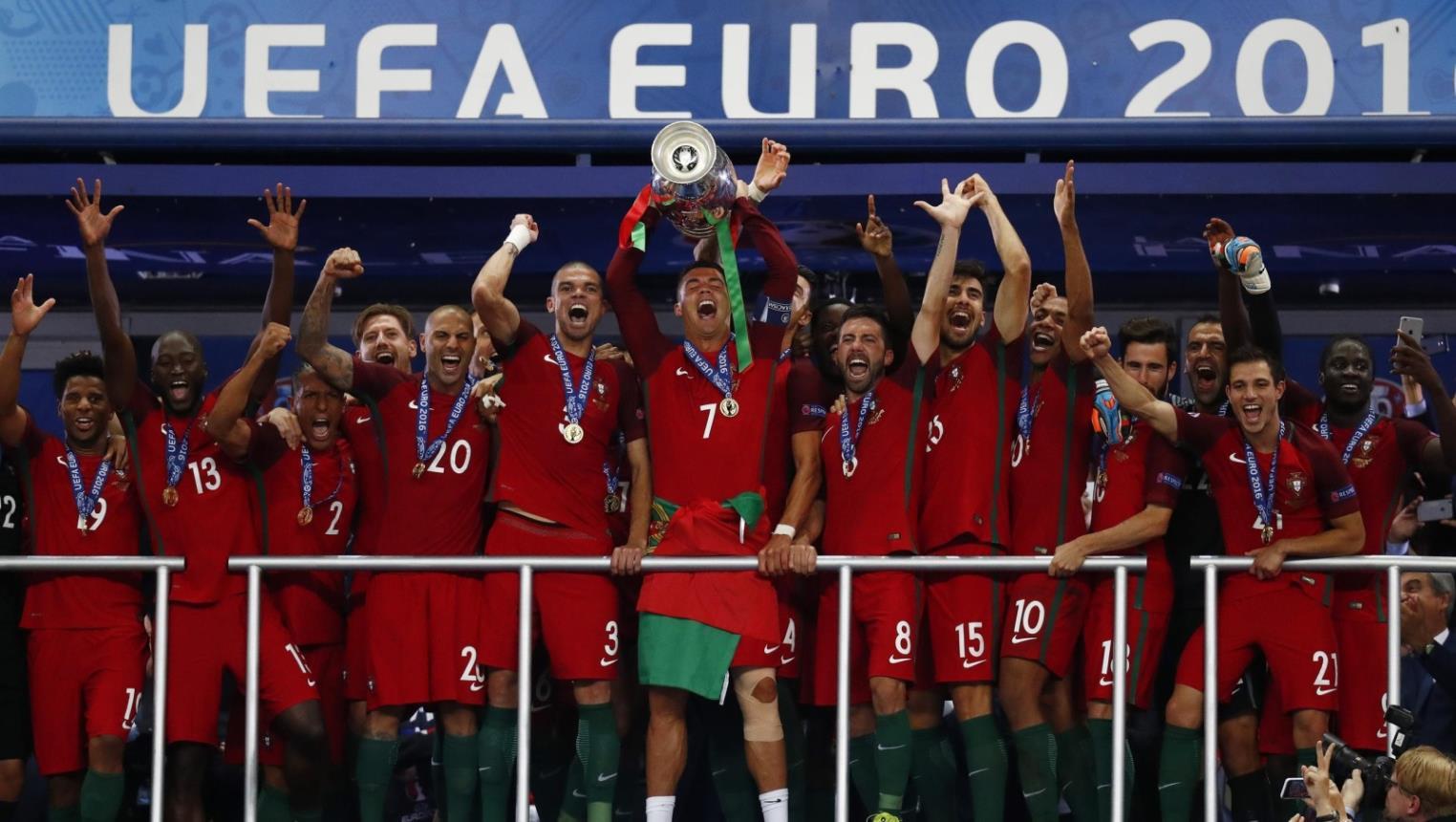 """المنتخب البرتغالي """" يتوج """" بلقب يورو 2016 – صحيفة أثير الإلكترونية"""