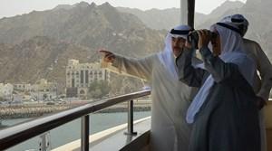 Photo of بالصور.. شاهد أمير الكويت وهو يقوم بجولة بحرية في اليخت السلطاني