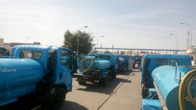 Photo of بالصور: أصحاب صهاريج المياه في السيب يُعانون منذ 5 أشهر