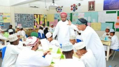 """Photo of معلم عُماني يطوّر برنامجا لـ """"التعلم النشط"""" ويدخل ضمن مبادرة (صناع الأمل)"""