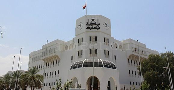 يحتوي على عقوبات للمخالفين.. رئيس بلدية مسقط يصدر قرارًا