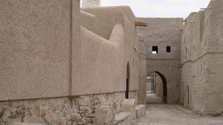 لاستثمارها سياحيًا: تسليم حارة قديمة لشركة عمانية