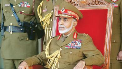 صورة جلالة السلطان ينعم بميداليتي الخدمة الممتازة والثناء السلطاني