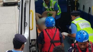 صورة إصابة أوروبي في وادي شاب ونقله للمستشفى