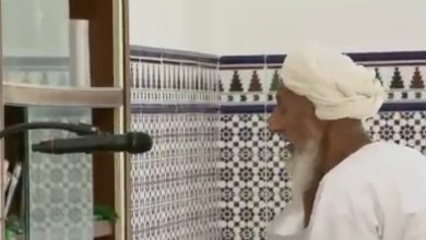 Photo of في سمائل: شاهد مسن عماني يتخطى الـ100 عام ولا يزال يرفع صوت الأذان