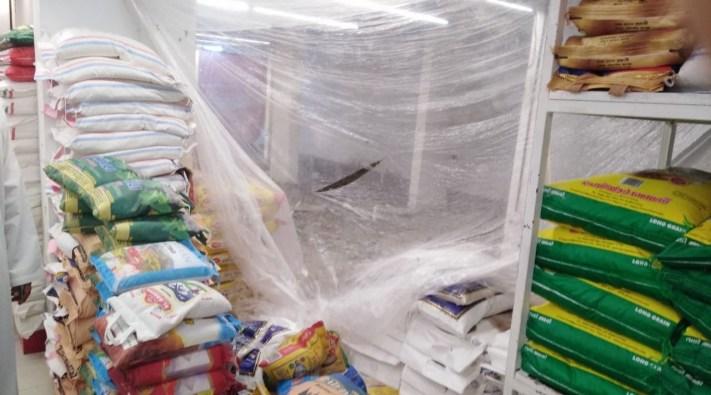 بالصور: إيقاف مركز تسوق في الخوض